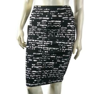 LuLaRoe Skirts - LULAROE Cassie Black White Fitted Skirt Medium